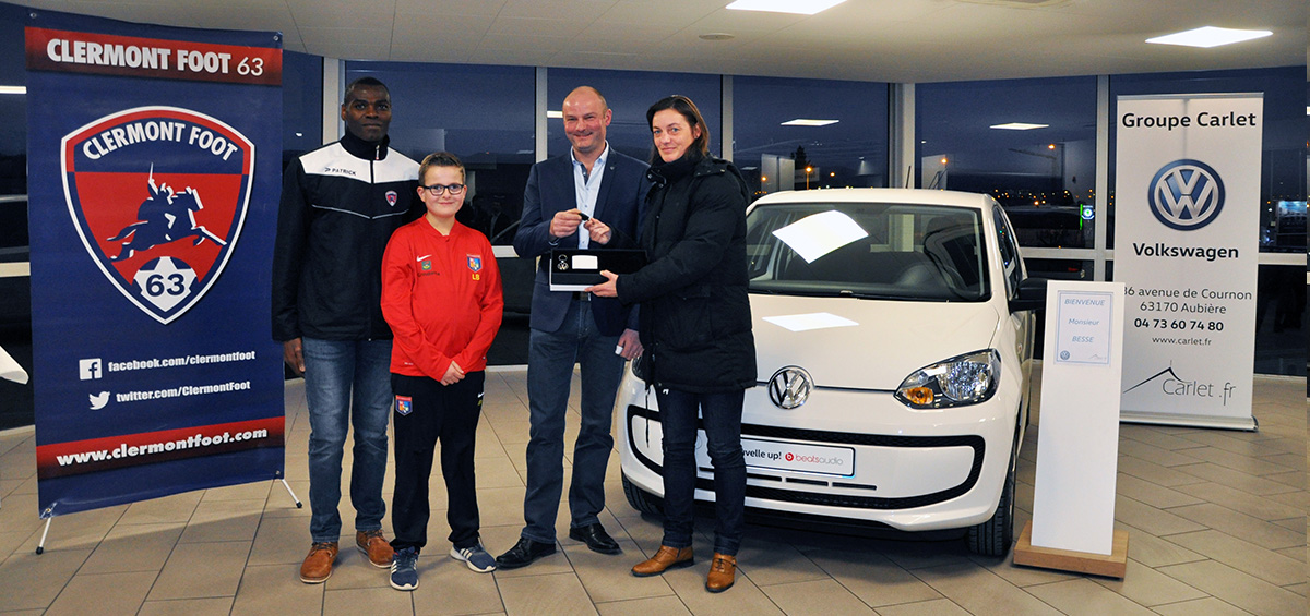 remise de la volkswagen up au vainqueur clermont foot 63. Black Bedroom Furniture Sets. Home Design Ideas