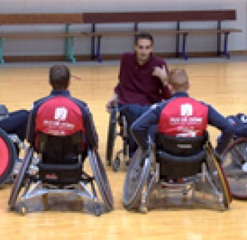 Le groupe pro s'initie au rugby-fauteuil